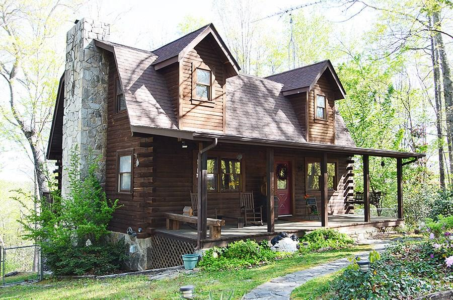 Private Log Home With 7 Acres